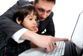 foto 14581192-padre-e-figlio-con-laptop