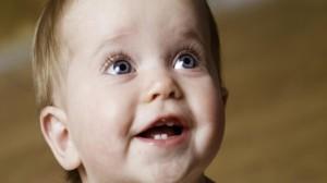 foto-bambino-che-sorride-dentini