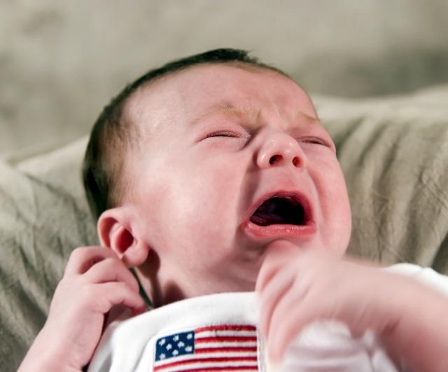 bimbo pianto