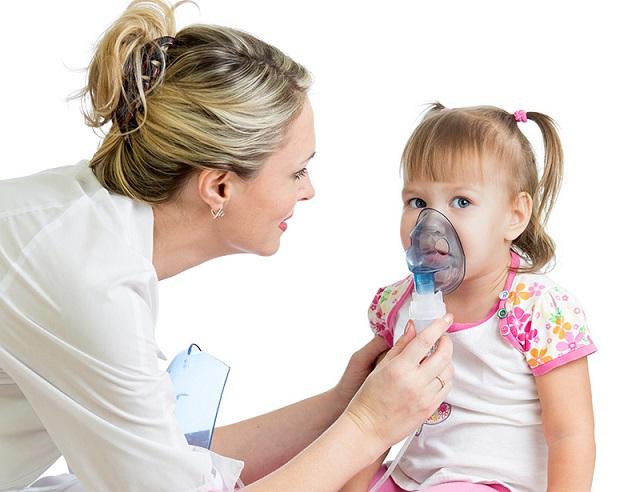 bambini con bronchite a causa del fumo