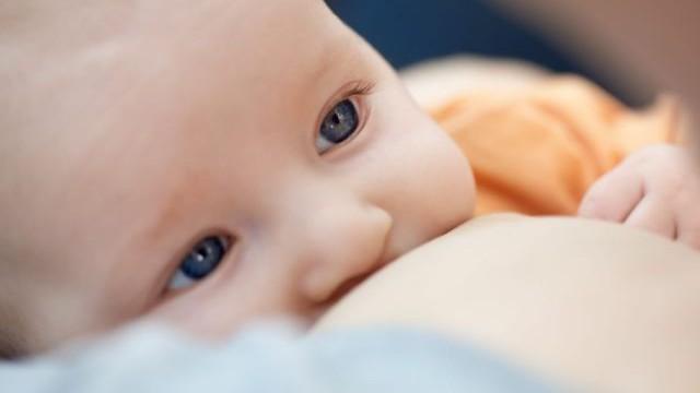 foto_bambino_allattamento