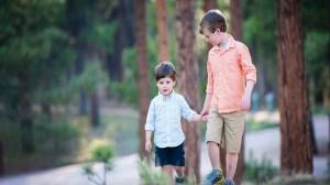 foto_fratellini che crescono insieme