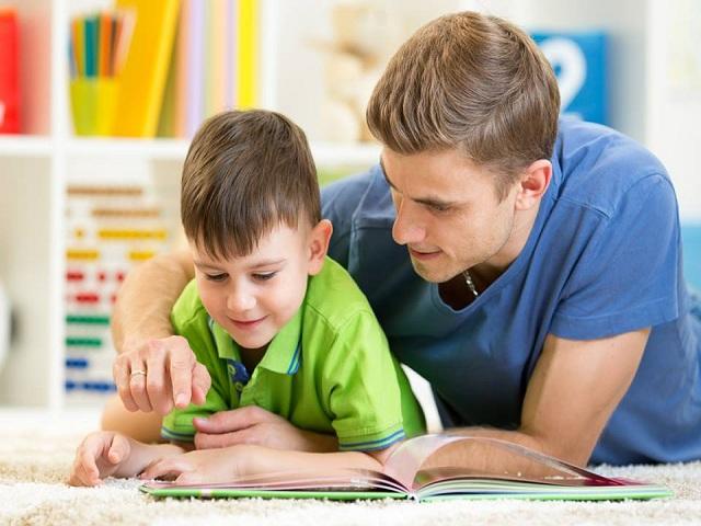 foto lettura papà