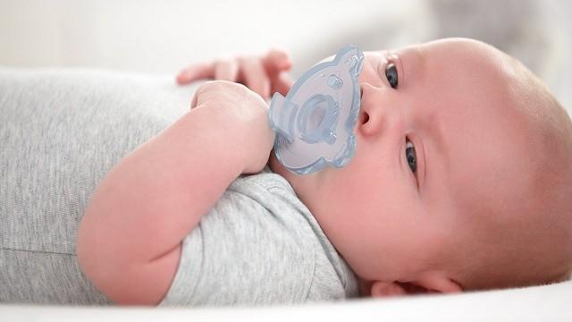 foto_ ciuccio bimbi allattamento
