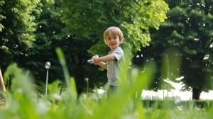 foto_bimbo al parco nel verde