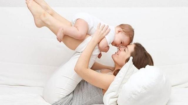 foto_yoga mamma e neonato