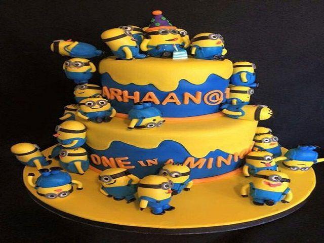 torta con minions per compleanno