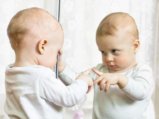 Il gioco dello specchio per il neonato passione mamma - Test dello specchio ...