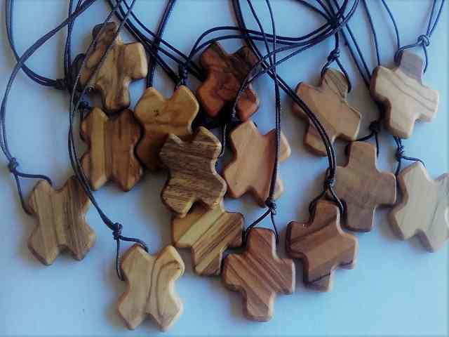 crocifissi di legno