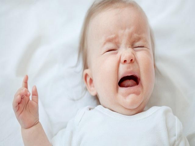 bimbo piange