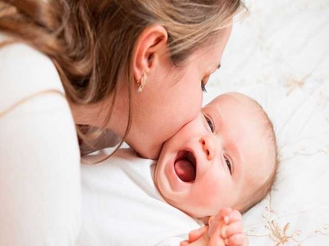 foto_mamma e bebè sorridenti