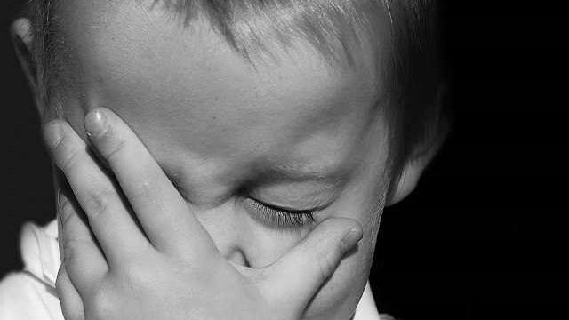 foto_bambino piange