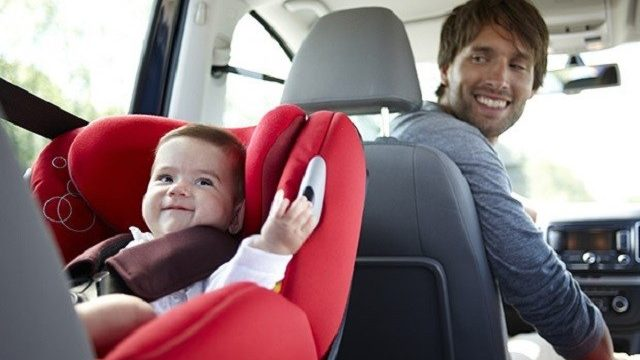 bambini in automobile