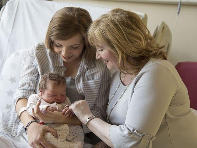 mamma giovane, più propensa a diventare mamma