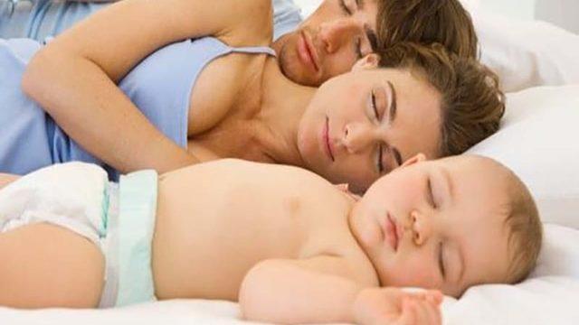 Condividere il letto con il tuo bambino, attenzione ai pericoli. Linee guida per la sicurezza