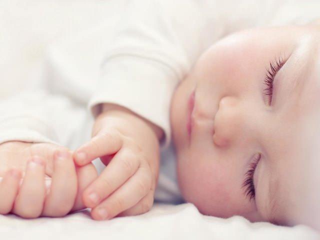 neonato dorme tanto