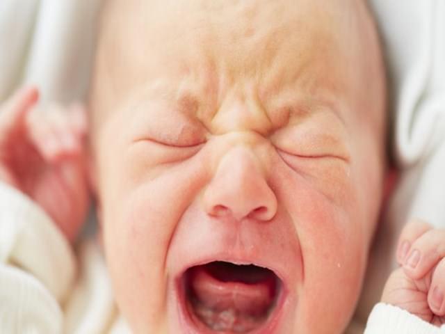perché il neonato piange