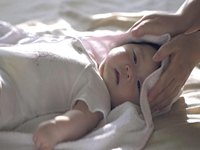 bambino dopo bagnetto