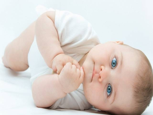neonato occhi azzurri