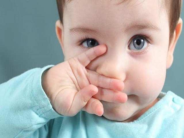 neonato occhi chiari