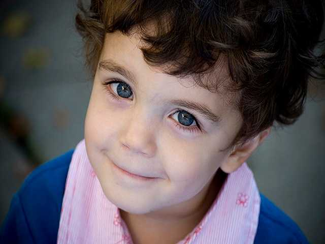 bambino occhi blu
