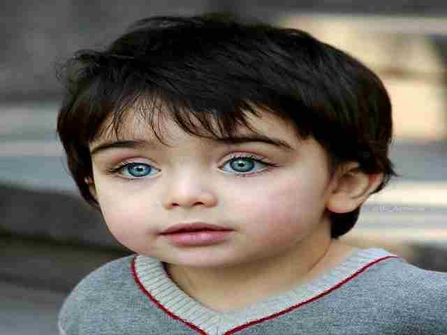 bimbo occhi blu