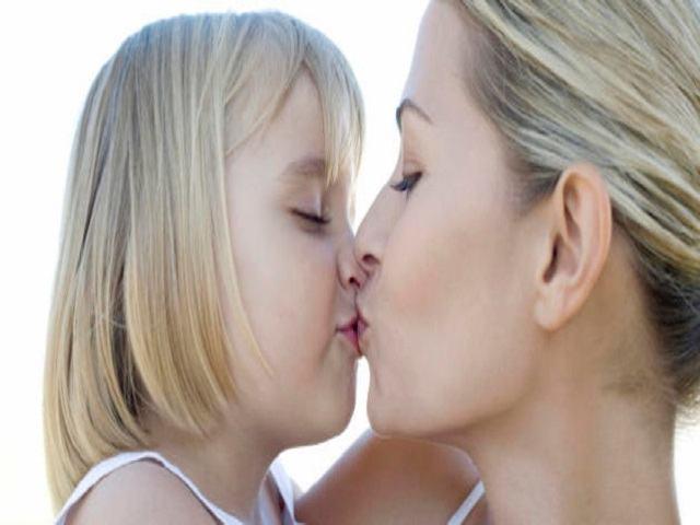 bacio figlia