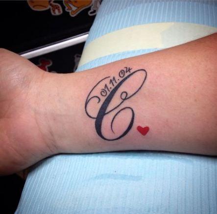tatuaggi con iniziali