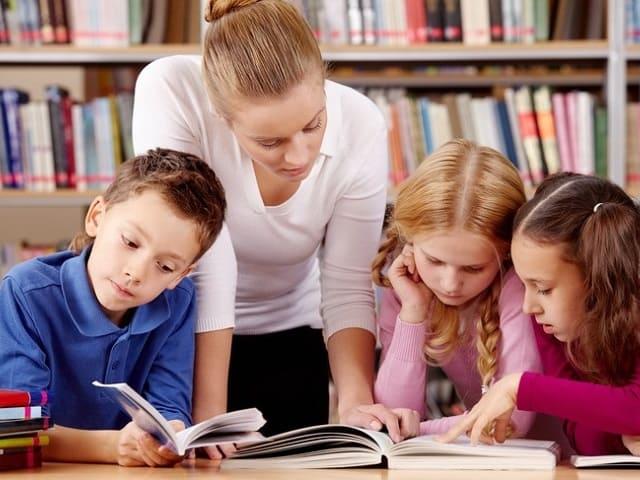 foto bambini che studiano