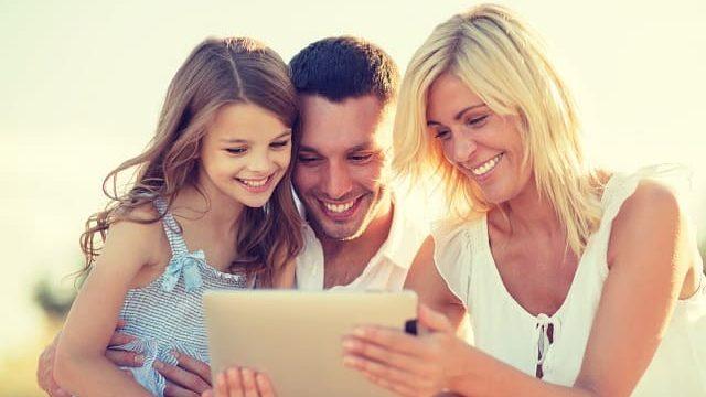 genitori con una figlia
