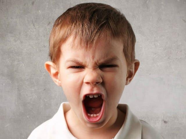 foto bambino arrabbiato