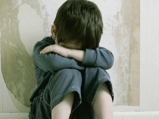 foto bambino maltrattato