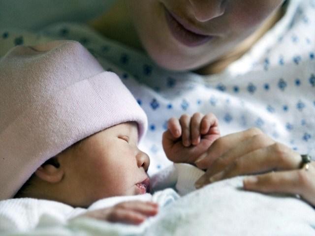 foto coccole neonato