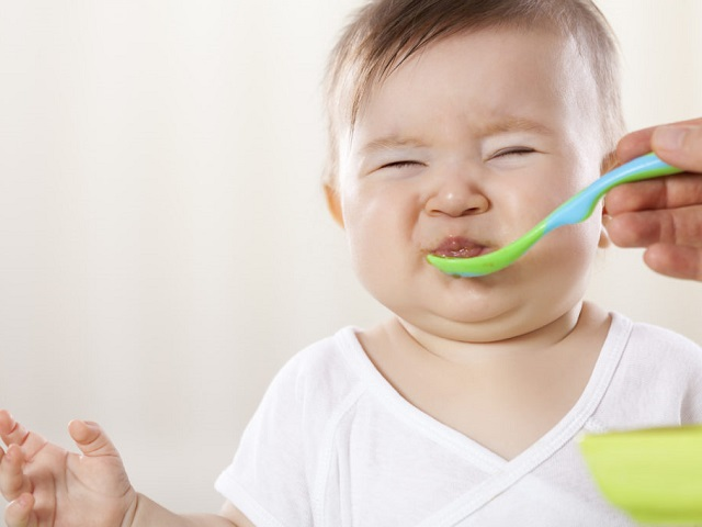 foto bambino che non mangia d estate