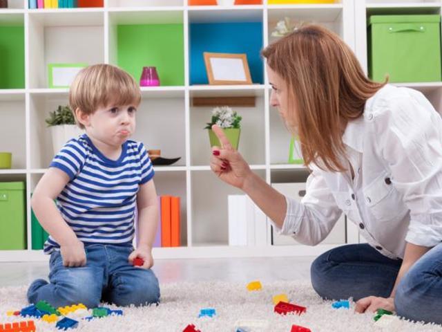 bambino-genitore-sculacciata