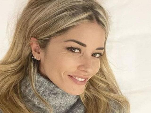 Elena Santarelli Facebook