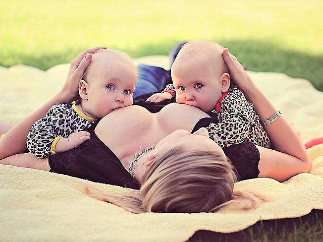 allattamento gemellare